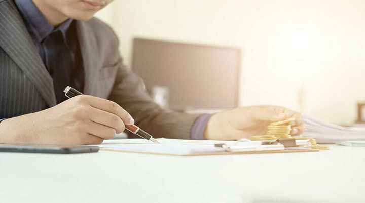 How to Become a Certified Financial Risk Manager